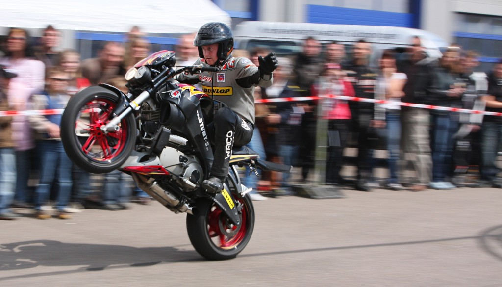 Motor_cycle_stunt_amk